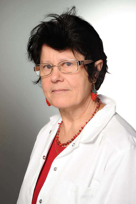 Dr. Esztó Klára bőrgyógyász, klinikai allergo-immunológus