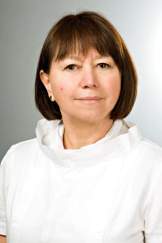 Dr. Molnár G. Etelka fül-orr-gégész, horkolásgátlás