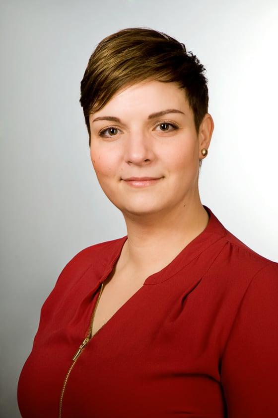 Szelőczei Tímea pénzügyi munkatárs